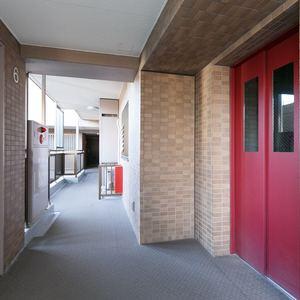 朝日マンション新中野(6階,7980万円)のフロア廊下(エレベーター降りてからお部屋まで)