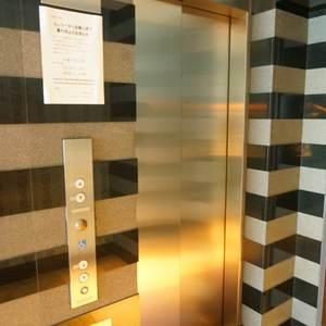 サンクタス銀座のエレベーターホール、エレベーター内
